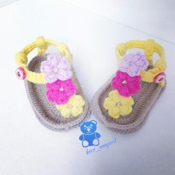 Parmak Arasi Örgü Bebek Sandaleti