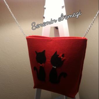 Kedili kol çantası